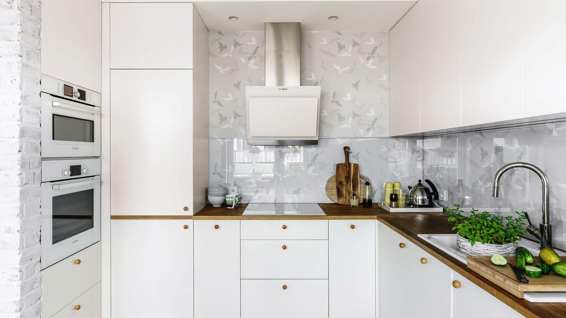 Kuchnia w bloku. Propozycje urządzenia w kształcie litery U. Projekt Saje Architekci.