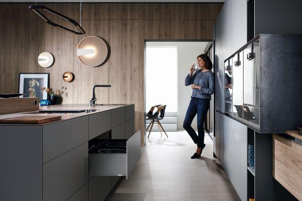 """Urządzając mieszkanie w minimalistycznym stylu, pamiętajmy o przemyślanym zestawieniu materiałów, kolorystycznej oszczędności, uporządkowaniu przestrzeni i funkcjonalności. Czasem kuchnia, salon czy łazienka zgodna z myślą """"less is more"""","""