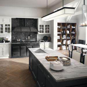 Czarna zabudowa w klasycznej kuchni. Fot. Artis, Marchi Cucine