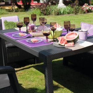 Obiad na tarasie lub w ogrodzie – jaki stół wybrać? Na zdj. CORFU FIESTA