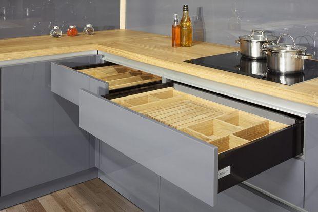 Chcemy, aby meble kuchenne nie tylko stanowiły ozdoby naszych wnętrz, ale również były praktyczne w użytkowaniu. Oznacza to, że naszym wymogiem jest by wszystko tu miało swoje miejsce – przecież nikt nie lubi podczas gotowania szukać potrzebny