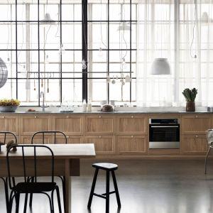 Drewno w nowoczesnej kuchni. Fot. Ballingslov