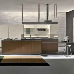 Drewno w nowoczesnej kuchni. Fot. Kari Mobili