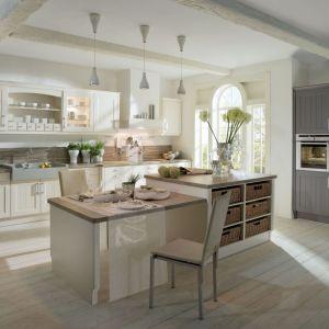 10 pomysłów na jasne meble w klasycznej kuchni. Fot. Brigitte