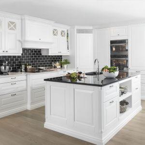 10 pomysłów na jasne meble w klasycznej kuchni. Fot. Sigdal