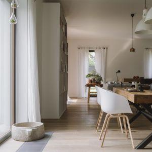 Kuchnia z charakterem. Drewno, szkło i stal w realizacji Studio O.