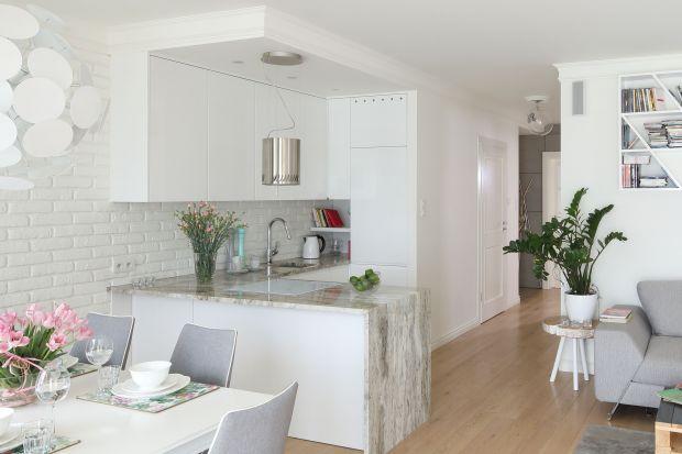 Biała kuchnia w małych wnętrzach. 12 pięknych zdjęć