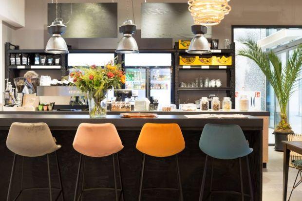 Designerskie meble w aranżacjach holenderskich barów i restauracji