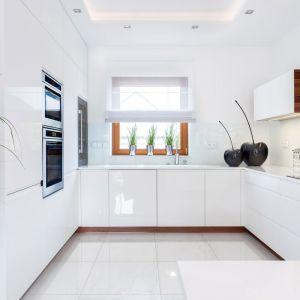 Okno w kuchni. 15 pomysłów na aranżację. Projekt Art House Studio Max Kuchnie