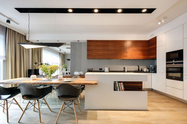 Jadalnia na granicy kuchni i salonu. Najpiękniejsze wnętrza