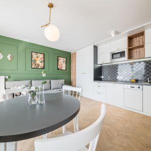 Piękne białe kuchnie. 15 pomysłów na urządzenie. Projekt Grid_Dekorian