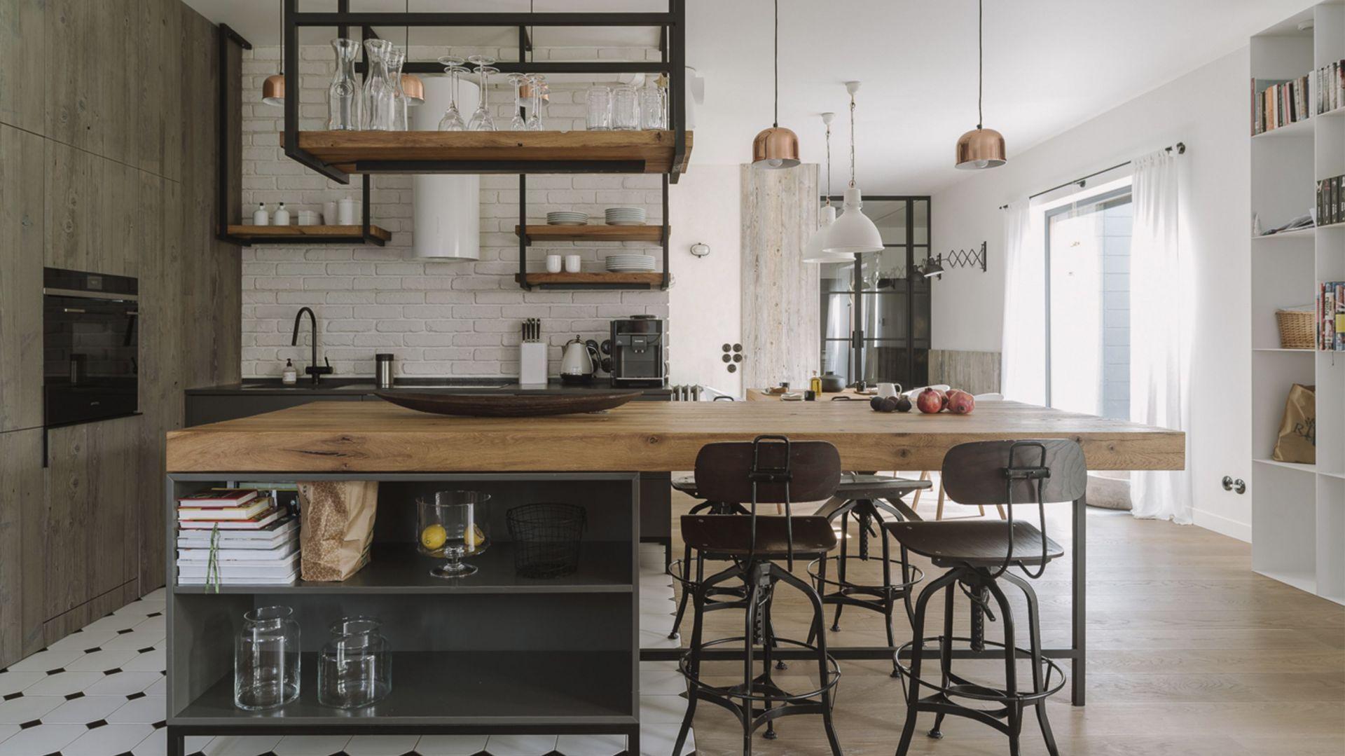 Kuchnie w stylu naturalnym. 10 pomysłów na urządzenie. Projekt O. Studio