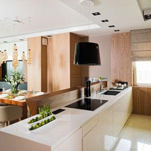 10 pomysłów na kuchnię otwartą. Projekt Laura Sulzik. Fot. Bartosz Jarosz.