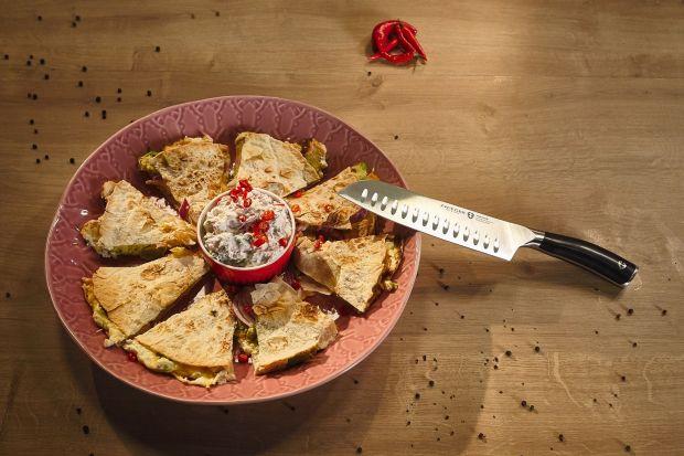 Dzieci wróciły do szkoły, a w ich śniadaniówkach wieje nudą? Chętnie urozmaicisz swój lunch bez czasochłonnego gotowania? Poznaj nasze propozycje prostych, ciekawych posiłków, które zadowolą całą rodzinę. Jedzenie zabierane z domu może by