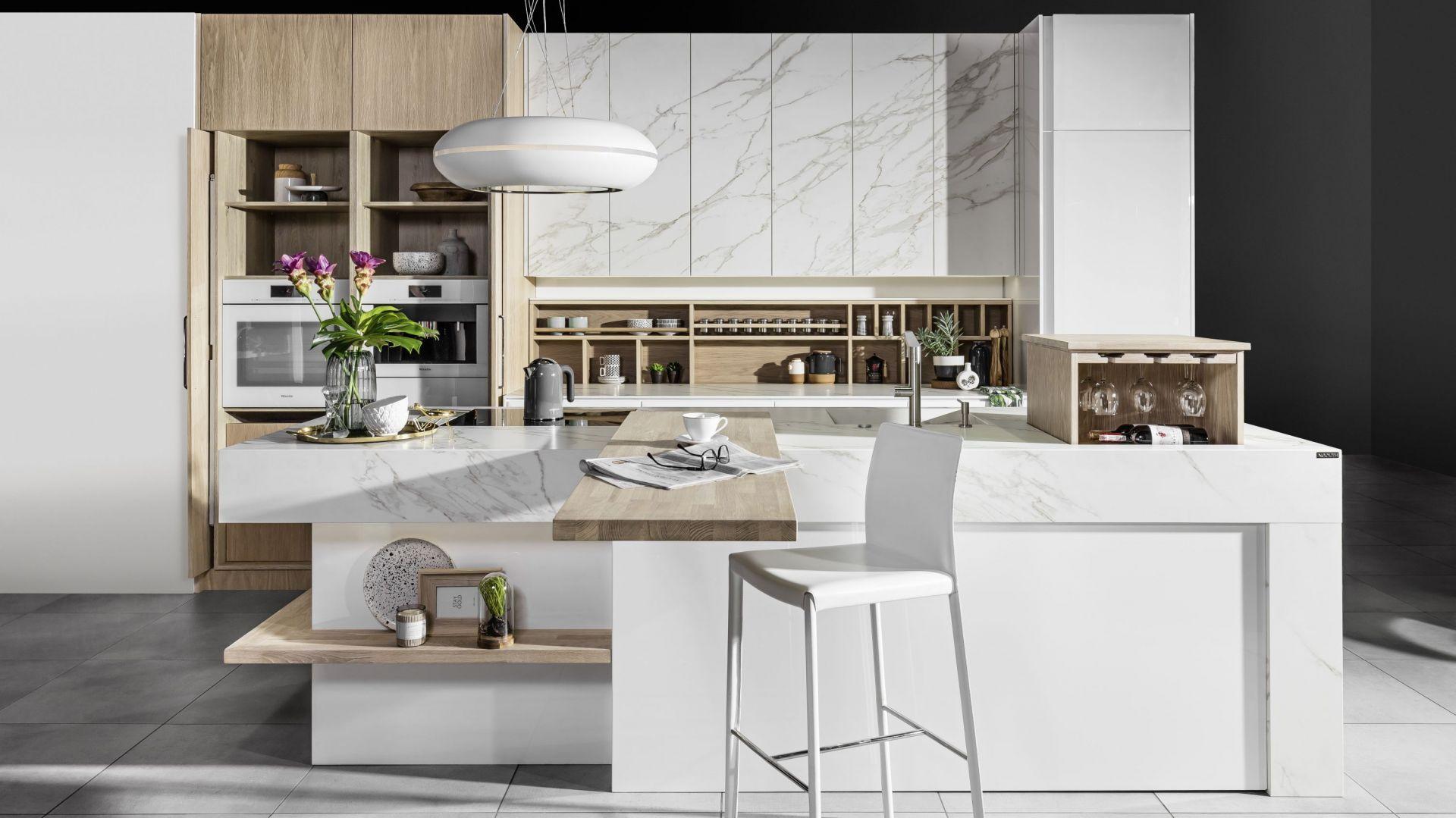 5 pomysłów na białe meble do dużej kuchni. Fot. Halupczok