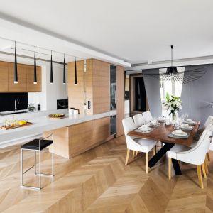 Drewno w nowoczesnej kuchni. Dużo pięknych zdjęć. Projekt Tissu