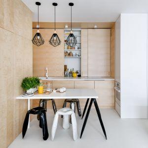 Drewno w nowoczesnej kuchni. Dużo pięknych zdjęć. Projekt Maćków Pracownia Projektowa