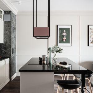 Biała czy szara? 20 pomysłów na urządzenie kuchni klasycznej. Projekt JT Neptun Park