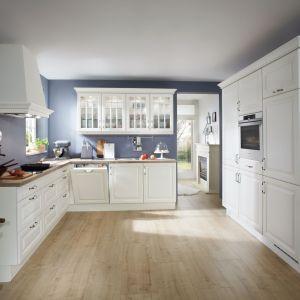 Klasyczna kuchnia. 10 pomysłów na aranżację w bieli. Fot. VerleKuchen Castello390