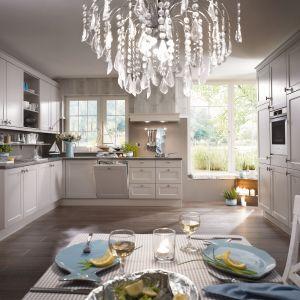 Klasyczna kuchnia. 10 pomysłów na aranżację w bieli. Fot. Verle Kuchen Chalet881