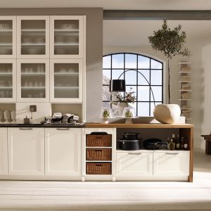 Klasyczna kuchnia. 10 pomysłów na aranżację w bieli. Fot. Alno