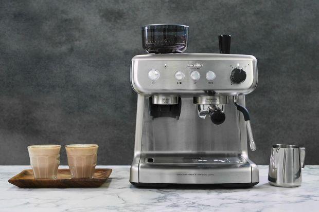 Breville, producent wysokiej jakości sprzętów AGD, wprowadza do swojej oferty nowoczesny ekspres do kawy. Łączy on w sobie zaawansowane rozwiązania technologiczne z wyszukanym wzornictwem. Model Breville Barista Max tworzy cały zestaw najpopularnie