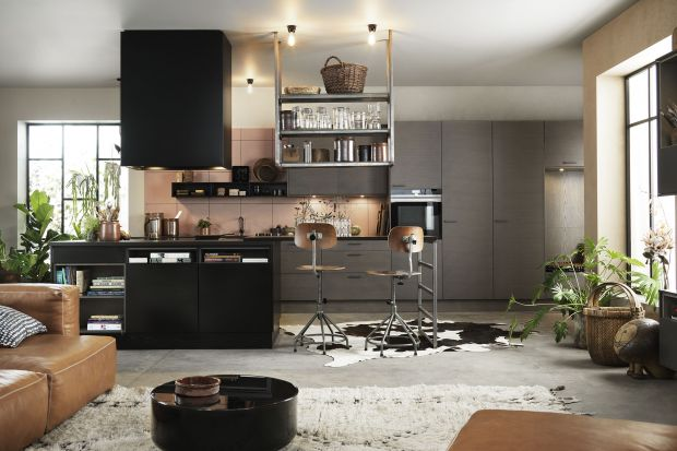 10 pomysłów na ciemną kuchnię