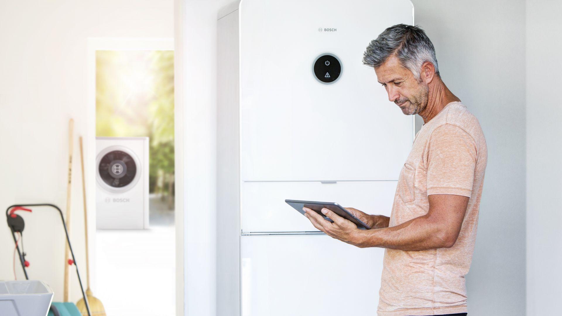 Pompa ciepła powietrze-woda Bosch Compress 7000i  AW do ogrzewania domu, chłodzenia, jak również do produkcji ciepłej wody użytkowej. Fot. Bosch