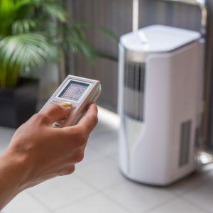 Przenośny klimatyzator domowy Shiny TPH12AL suszy, wentyluje, chłodzi oraz pracuje w trybie grzania. Fot. Tosot