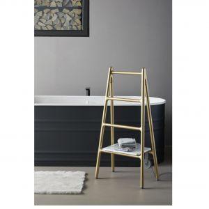 SCALETTA to elektryczny grzejnik-suszarka na ręczniki, który jest jednocześnie dekoracyjnym elementem wnętrza, a także może służyć za podręczną półkę; dostępny w wersji wolnostojącej i opartej o ścianę. Proj. Elisa Giovannoni. Tubes Radiatori