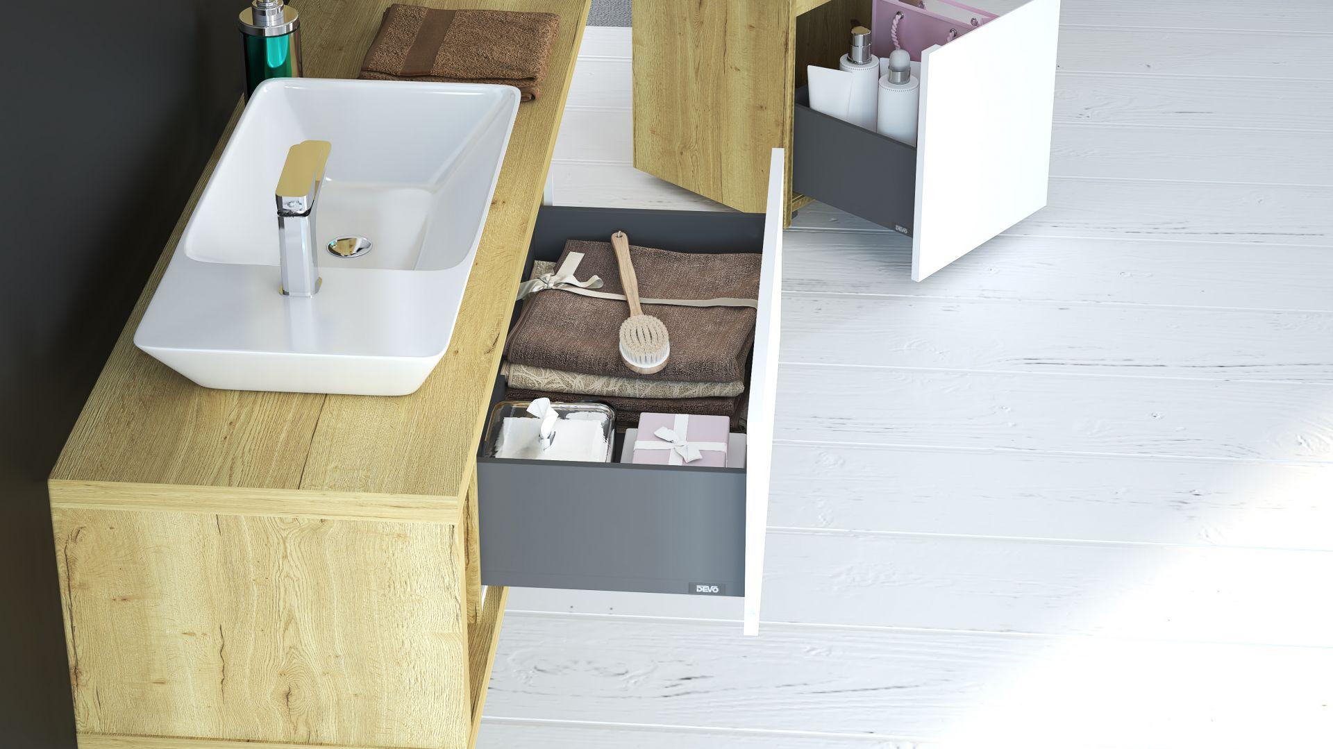 W serii Amaro m.in. szafka podumywalkowa z praktycznymi organizerami oraz mobilny kontener z miękkim siedziskiem, w którym można także przechowywać. Fot. Devo