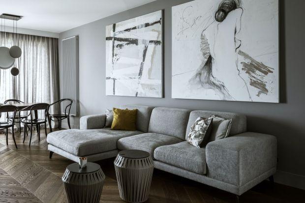 Wnętrze nie jest przeładowane nadmiarem dekoracji i detali. Przeciwnie, o stylu decyduje subtelna gra kolorami. Główną rolę odgrywa umiejętne połączenie szarości i brązu oraz konsekwentnie spójna aranżacja.