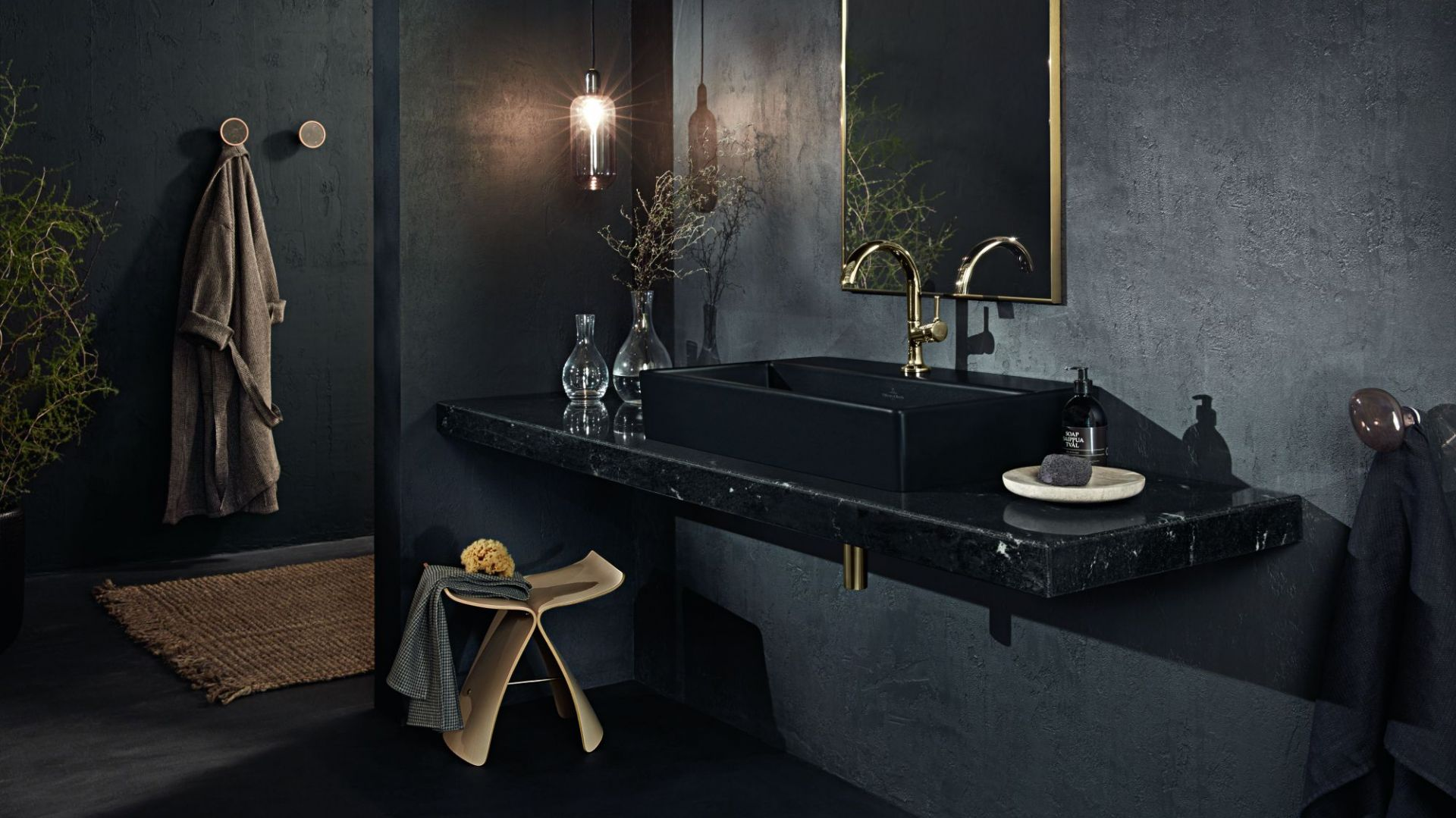 Umywalki Memento 2.0 firmy Villeroy & Boch pokryte szkliwem TitanGlaze są dostępne także w tajemniczym kolorze matowej czerni Ebony. Fot. Villeroy & Boch