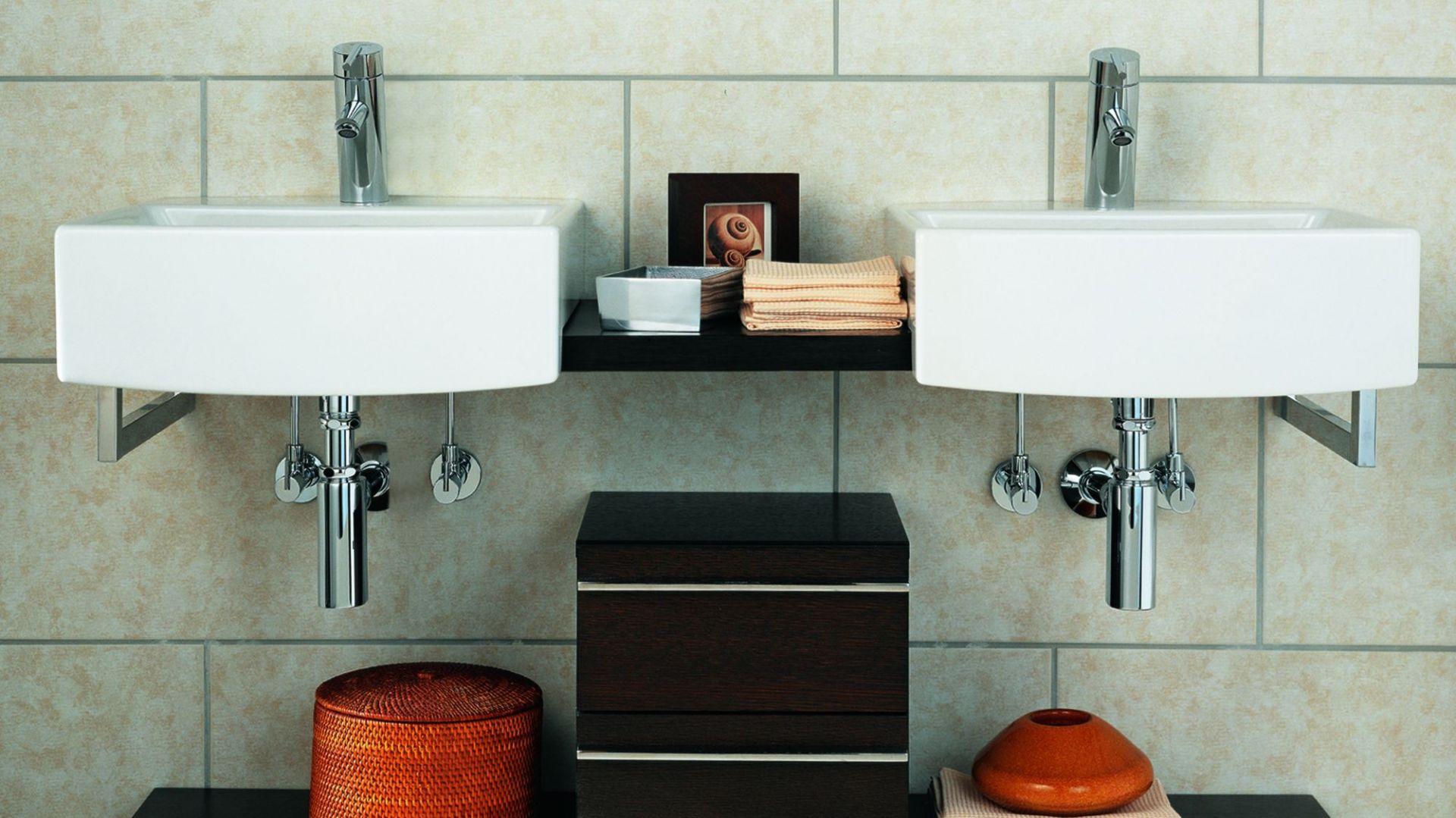 Łazienka dla dwojga - dwie umywalki. Fot. Schell