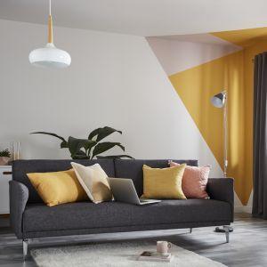Kolorowe wzory geometryczne na ścianie to najświeższy trend wnętrzarski. Fot. Castorama