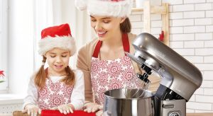 Czas spędzony razem to najlepszy prezent, jaki możemy podarować bliskim. Dlatego warto zaangażować dzieci czy znajomych do wspólnego gotowania. Pieczenie ciast czy pierniczków może być jeszcze łatwiejsze, jeśli zaopatrzysz się w odpowiednie ak
