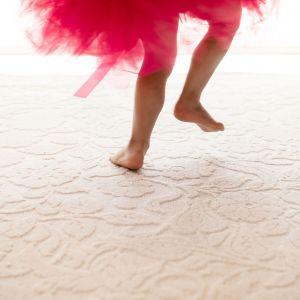 Modny salon: wełniany dywan Agnella Galaxy Alula White. Fot. Arte/Agnella