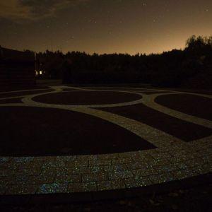 Kostka luminescencyjna Polbruk Lumia. Fot. Polbruk