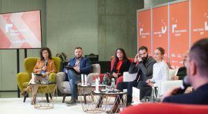 Czy można zaprojektować relacje? Jak design pomaga budować więzi między ludźmi, otwierać się na innych, czerpać radość z bycia razem? O tym miedzy innymi dyskutowali uczestnicy sesji inaugurującej tegoroczne Forum Dobrego Designu.