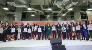 Uroczysta gala wręczania nagród w konkursie Dobry Design 2020 zakończyła VII edycję Forum Dobrego Designu. Zobaczcie, do kogo trafiły statuetki i wyróżnienia.