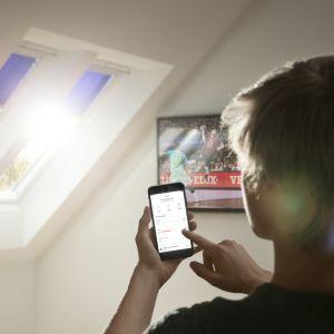 System Velux Active. Sterowanie oknami za pomocą aplikacji. Fot. Velux