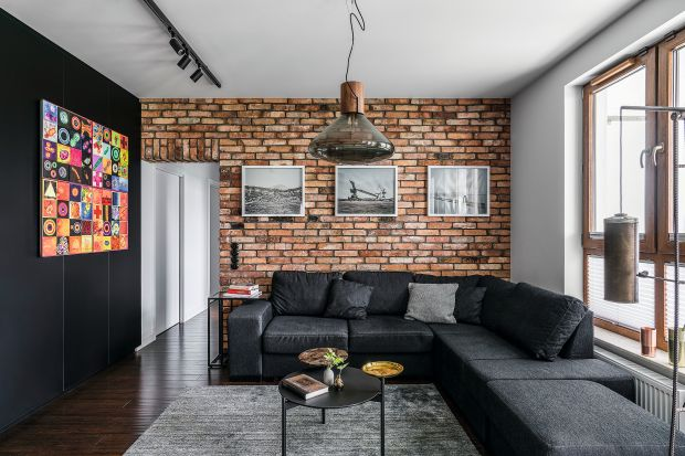 Pomysłów na wykończenie ścian jest nieskończenie wiele. Do wyboru mamy cały wachlarz materiałów o przeróżnych strukturach, faktura, kolorach, powierzchniach. Możemy je też dowolnie łączyć i zestawiać.<br /><br />
