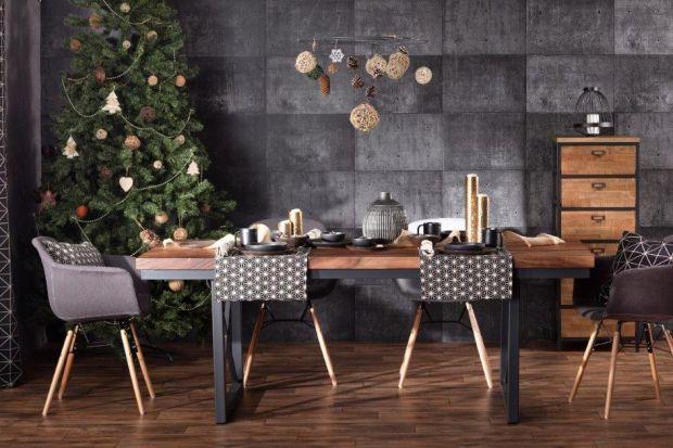 Efektownazastawa stołowa, eleganckie sztućce,niebanalny obrus, estetyczny świecznik. Zobaczcie jak pięknie udekorować jadalnię na święta.<br /><br />