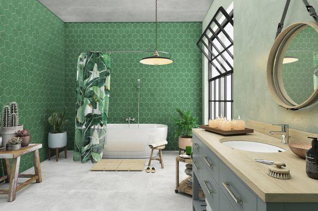 Najprostszym sposobem na ożywienie aranżacji łazienki jest uzupełnienie jej o różne detale w barwach przełamujących jednolitą kolorystykę.