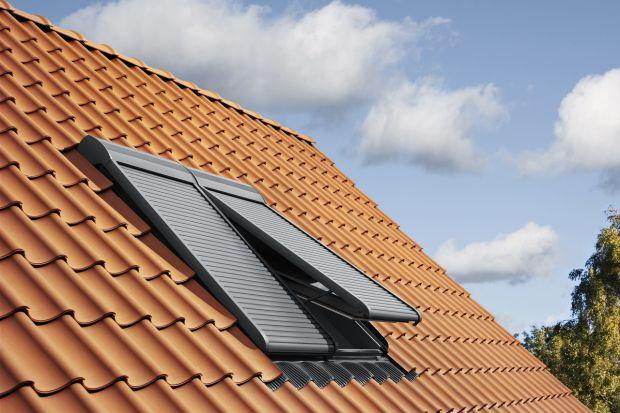 Rolety zewnętrzne do okien dachowych są coraz częściej wybierane nie tylko ze względu na skuteczność w blokowaniu ciepła przedostającego się do pomieszczeń na poddaszu. Ich zaletą jest też zwiększanie poczucia bezpieczeństwa domowników. Wr