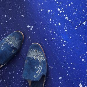 Farba kredowa Chalk Paint® w kolorze Napoleonic Blue. Fot. Annie Sloan