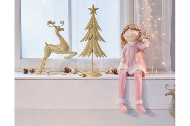 Choć pomysł na różową świąteczną aranżację wydaje się być dość nieoczekiwany, warto zaznaczyć, że kluczową kwestią jest odcień różu, na jaki się zdecydujemy. W końcu ten kolor to nie tylko bardzo soczysty i mocno rzucający się w o