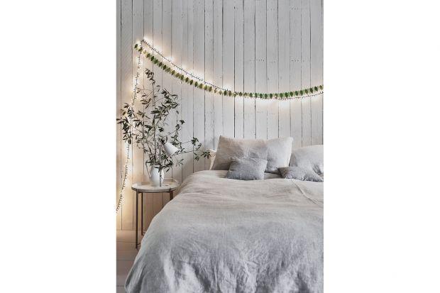 Biała, przytulna sypialnia