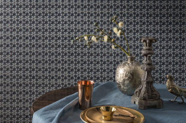 Złoto i srebro zyskują coraz większą popularność w nowoczesnych wnętrzach urządzonych w stylu minimalistycznym czy new classic. Ascetyczny wystrój i chłodną kolorystykę architekci wnętrz przełamują subtelnymi nutami w kolorach szlachetnych