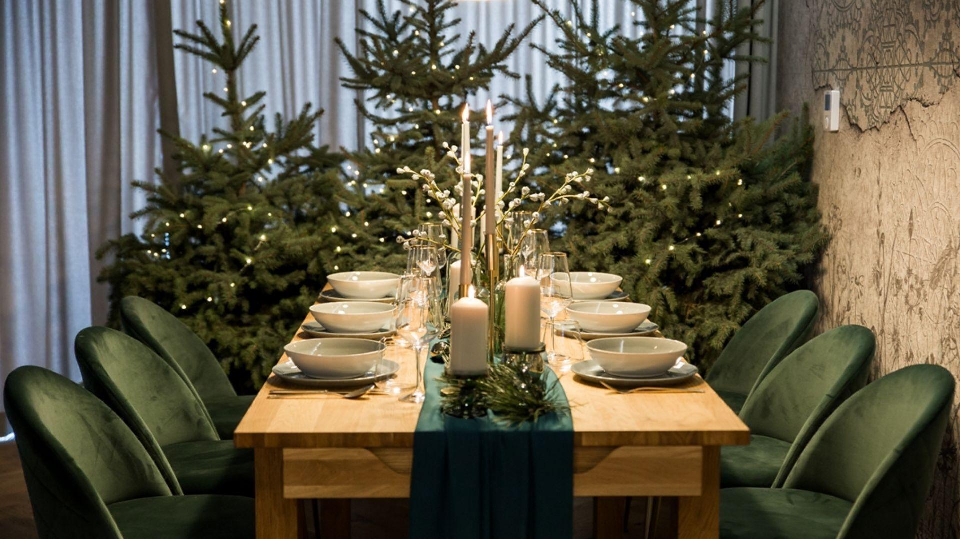 Pomysł na dekorację świątecznego stołu. Fot. KODO Projekty i Realizacje